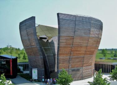 Foto: Ungarischer Pavillion auf der Expo 2000, www.myheimat.de, Quelle Bläue: www.holzfragen.de